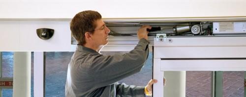 ремонт раздвижных дверей