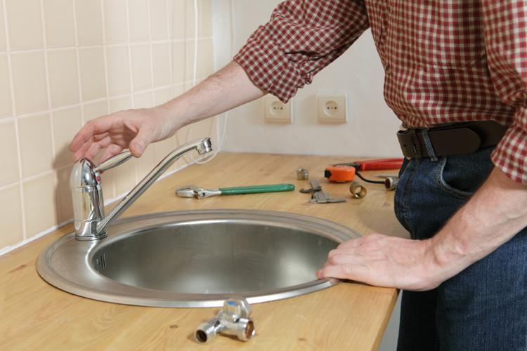 Как установить накладную мойку в столешницу своими руками
